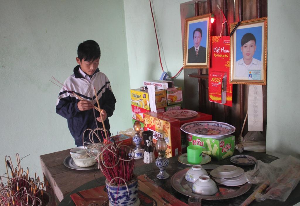 Trong khi phát bệnh tâm thần, ông Phạm Văn Vinh đã tước đoạt mạng sống của con trai. Khi ý thức được việc mình đã gây ra cho con, ông Vinh đã tự tìm đến cái chết để giải thoát bản thân khỏi những dằn vặt, hối hận.