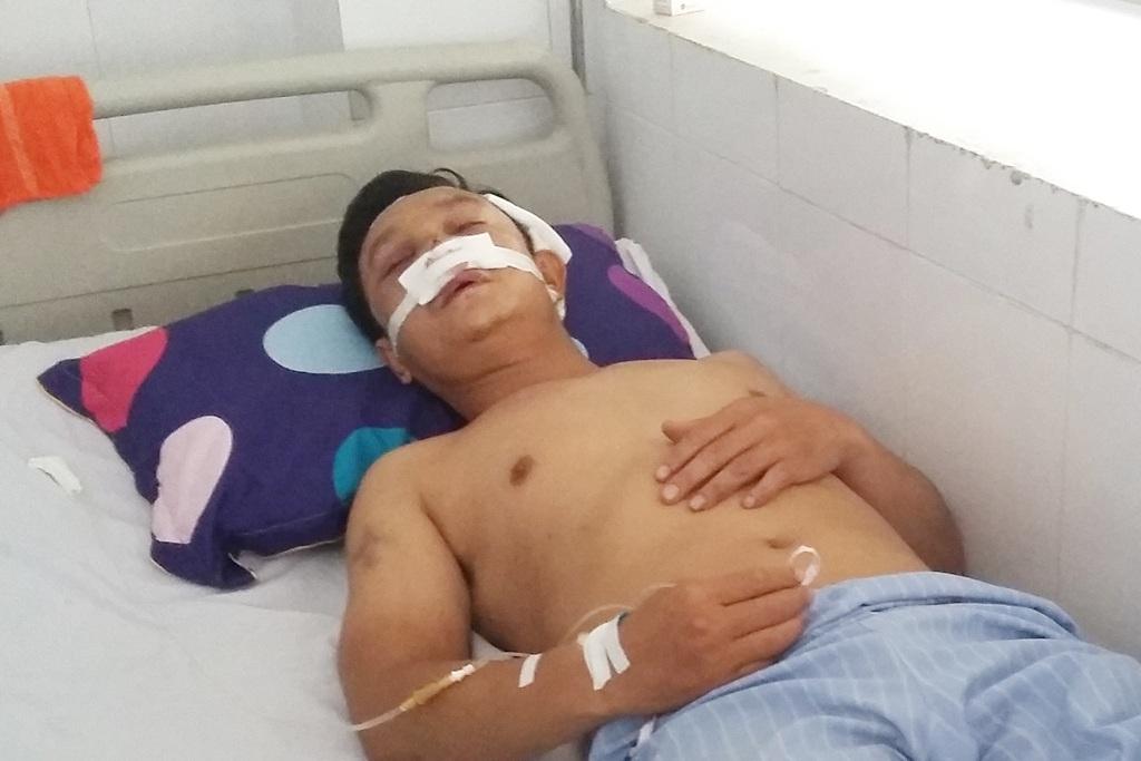 Nạn nhân Trần Xuân Hưng đâng điều trị tại Bệnh viện hữu nghị đa khoa Nghệ An.