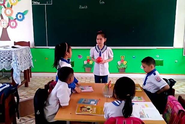Một giờ học của học sinh Trường Tiểu học Kỳ Sơn (ảnh M. Hương).