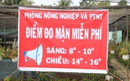 Điểm đo độ mặn miễn phí tại cầu Hòa Khánh (xã Hưng Khánh Trung B, Chợ Lách)