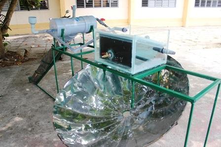 Chiếc máy sử dụng bằng năng lượng mặt trời để chưng cất nước ngọt.