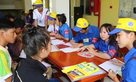 Các tình nguyện viên ở Đại học Trà Vinh sẵn sàng cho công tác tiếp sức mùa thi