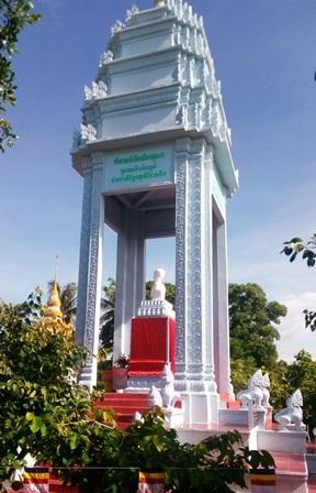 Đài tưởng niệm truyền thống cách mạng của đồng bào Khmer Nam bộ