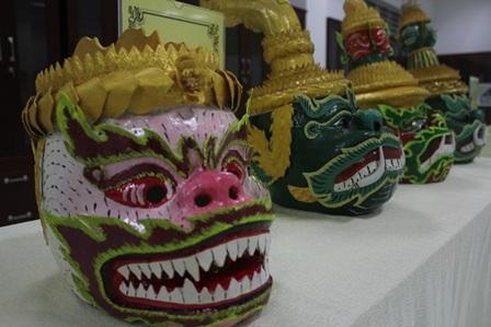 Độc đáo mặt nạ, mão trong sân khấu dân gian của đồng bào Khmer - 2