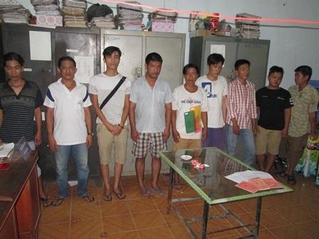 Các đối tượng tham gia đánh bạc bị bắt giữ