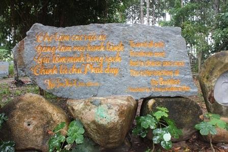 """Về Vĩnh Long chiêm ngưỡng vườn kinh bằng đá """"độc nhất vô nhị"""" ở chùa Phước Hậu - 6"""