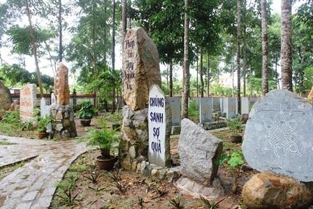 """Về Vĩnh Long chiêm ngưỡng vườn kinh bằng đá """"độc nhất vô nhị"""" ở chùa Phước Hậu - 4"""