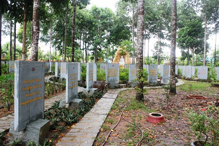 """Về Vĩnh Long chiêm ngưỡng vườn kinh bằng đá """"độc nhất vô nhị"""" ở chùa Phước Hậu - 9"""
