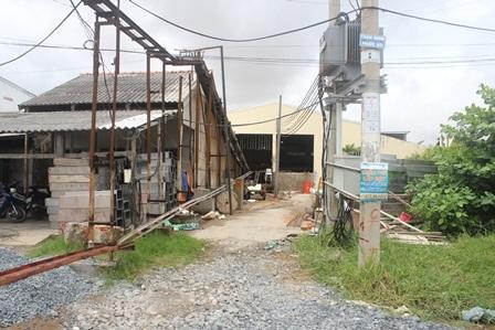 Phần đất của ông Dân bị cơ sở sản xuất nước đá chiếm xây dựng nhà xưởng