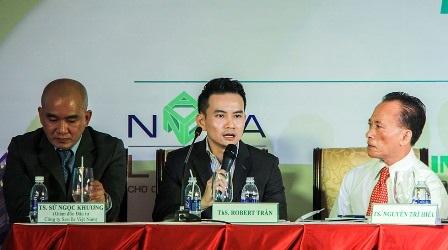 Ths Robert Trần (giữa)cho biết, người nước ngoài quen với mô hình mua sản phẩmbất động sản hoàn chỉnh