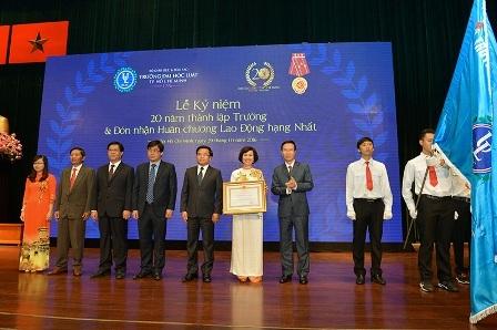 Bốn cá nhân vinh dự nhận bằng khen của Thủ tướng. Ngoài ra, tập thể và các cá nhân của trường còn nhận bằng khen của Bộ GD&ĐT, UBND TPHCM.