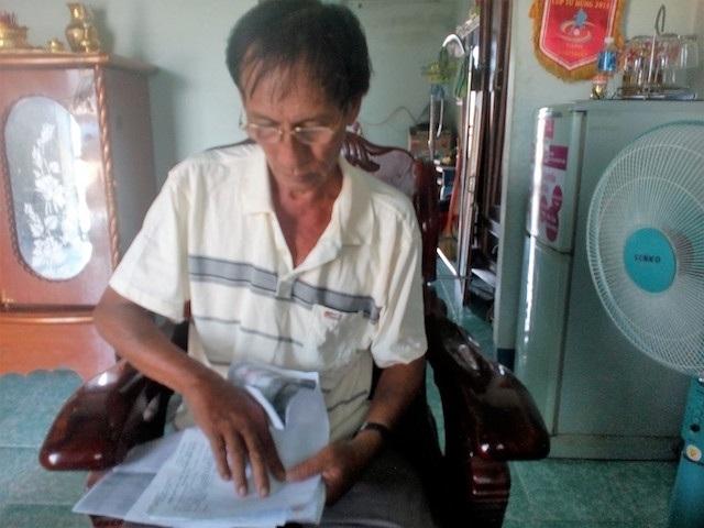 Ông Khanh soạn hồ sơ chứng minh mình không bị nhiễm HIV
