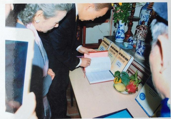 Tổng Thư Ký Liên Hợp Quốc ghi sổ lưu niệm