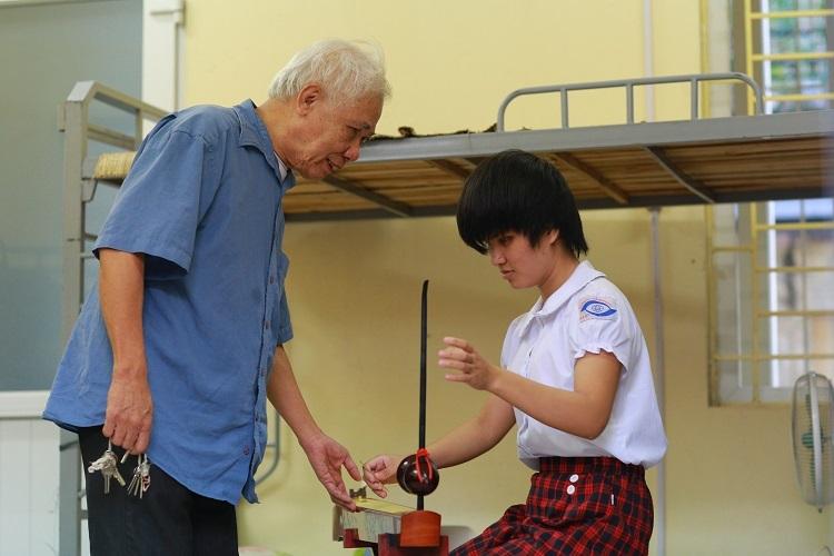 Đến nay, nhiều lứa học sinh do thầy Thắng kèm cặp, giảng dạy đã trưởng thành và đạt được nhiều thành công trong cuộc sống. Đó là thủ khoa đại học Sư phạm Đào Thu Hương (một trong 10 gương mặt trẻ tiêu biểu Việt Nam năm 2010); chàng Hiệp sĩ mù Khúc Hải Vân (Hiệp sĩ công nghệ thông tin).
