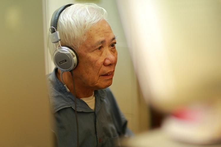 Không có gia đình riêng, nên thầy Phạm Đình Thắng sống trong một mình trong căn phòng rộng khoảng 10m2 ngay tại khu nội trú của trường. Sau mỗi buổi làm việc, thầy lại trở về với góc riêng của mình.