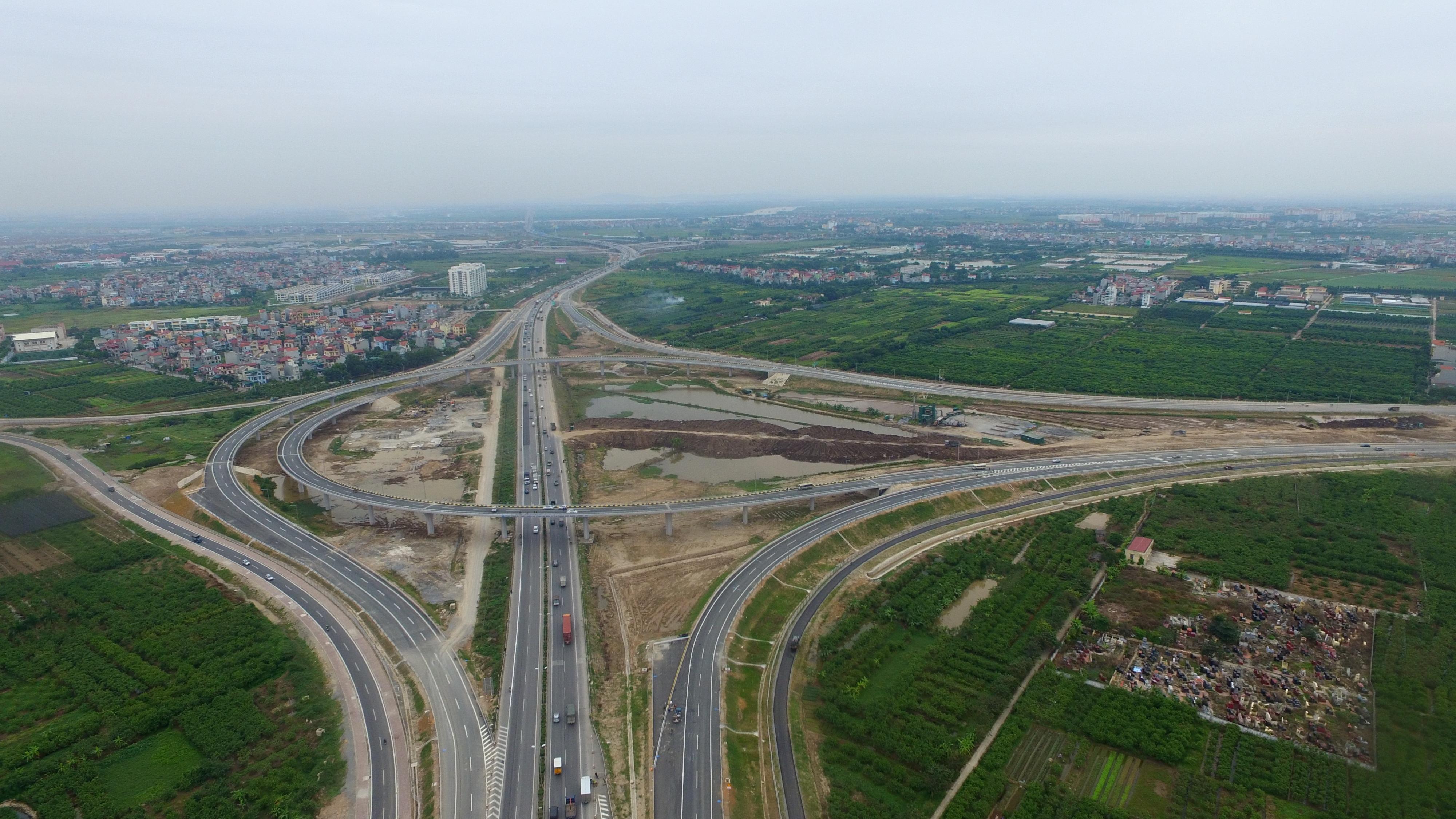 Tổng mức đầu tư của dự án là 45.487 tỷ đồng. Tuyến đường được khởi công xây dựng vào tháng 5/2008 và thông xe toàn tuyến vào ngày 5/12/2015.