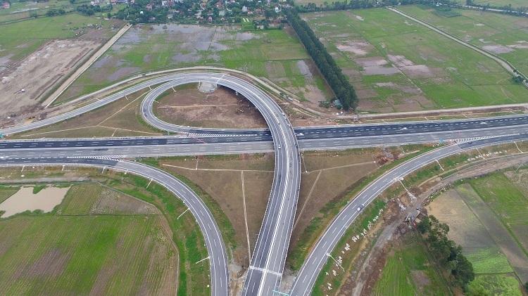 Với chiều dài 105km, tuyến cao tốc 6 làn xe Hà Nội – Hải Phòng rút ngắn thời gian di chuyển từ Hà Nội xuống Hải Phòng chỉ còn khoảng 1,5 giờ thay vì 2,5 giờ như trước đây