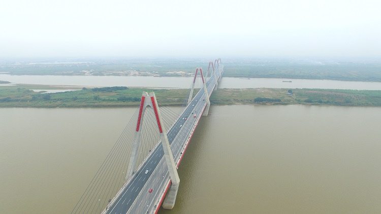 Đây là một trong ba cây cầu có số nhịp văng lớn nhất thế giới, được áp dụng những công nghệ tiên tiến nhất của Nhật Bản.