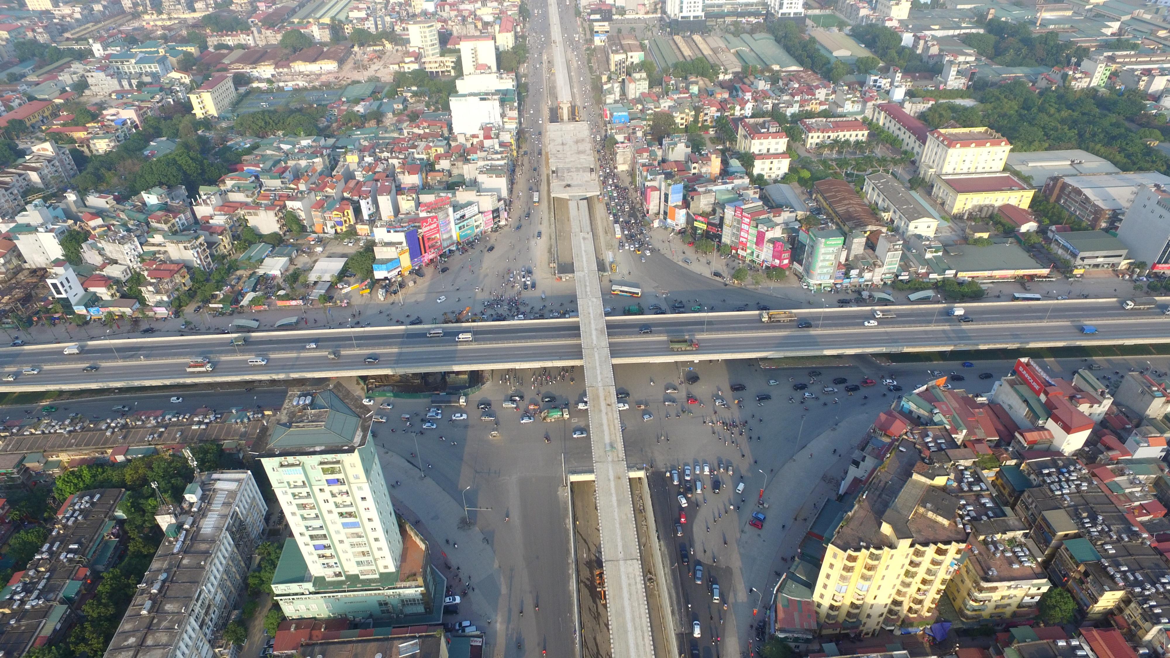 Được xem là nút giao thông 4 tầng đầu tiên của Việt Nam, dự án xây dựng hầm chui Thanh Xuân (ngã tư Nguyễn Trãi - Khuất Duy Tiến) được khởi công vào ngày 28/6/2014 với tổng mức đầu tư trên 500 tỷ đồng
