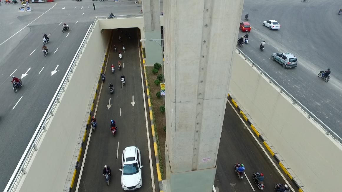 Tổng chiều dài hầm và đường dẫn vào hầm 980m.