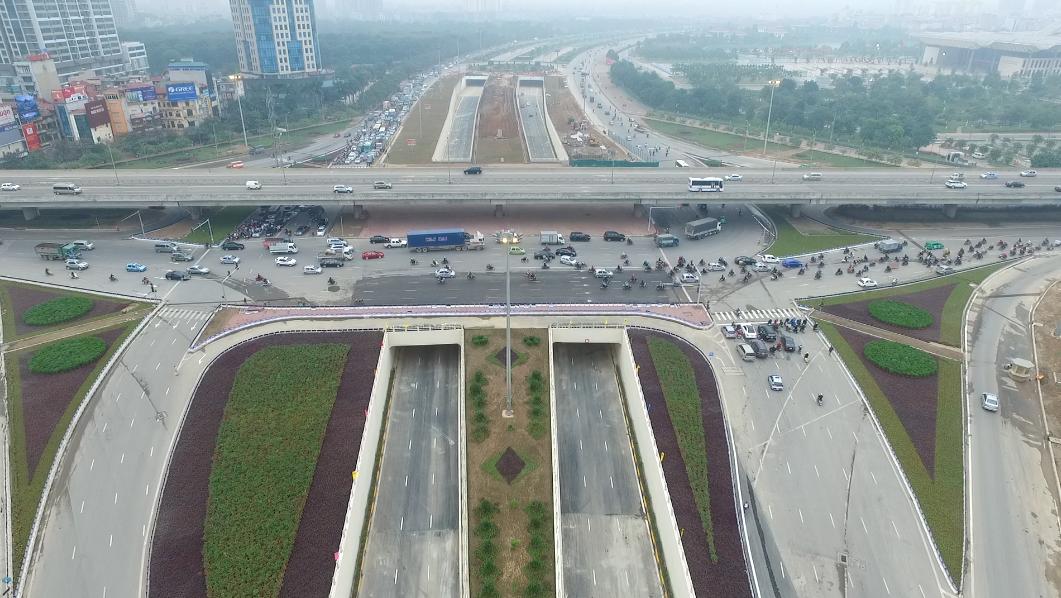 Nút Trung Hòa có nhiệm vụ kết nối giữa dự án cầu cạn cao tốc Vành đai 3 với cao tốc đại lộ Thăng Long, đảm bảo giao thông thông suốt, thuận lợi, giảm chi phí và thời gian chờ đợi do ùn tắc giao thông, đồng thời góp phần giải quyết những vấn đề cấp bách về ách tắc giao thông đô thị.
