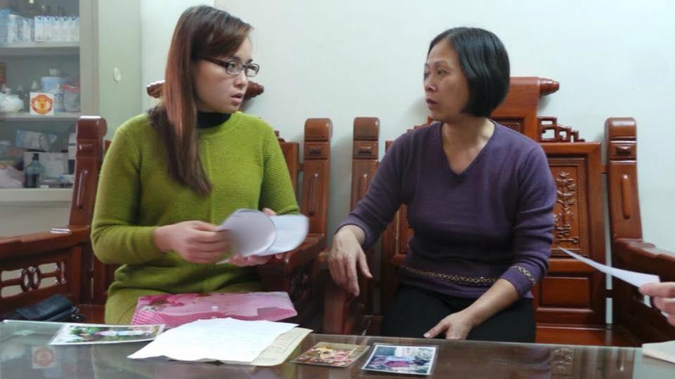 Trong suốt 3 năm qua, chị Hiền và người mẹ hiện tại của mình - bà Phan Thị Tuyết Hoa đã gõ cửa nhiều cơ quan chức năng với hy vọng tìm ra manh mối thân nhân