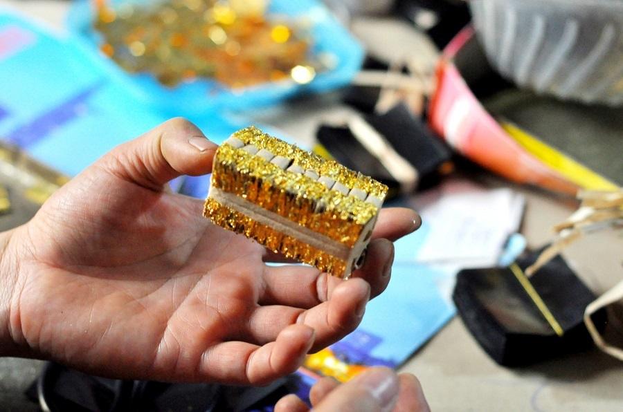 Những gói quỳ thành phẩm được buộc lại cẩn thận có giá bán vào khoảng 1 triệu 600 nghìn đồng, tương đương với giá trị của nửa chỉ vàng trên thị trường.