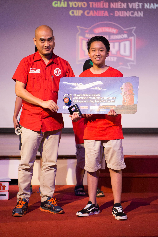 Với kỹ thuật trình diễn ấn tượng, động tác đẹp mắt, Lê Khánh Huy (Hà Nội) đã vượt qua nhiều thí sinh khác để giành ngôi vô địch giải đấu YoYo thiếu niên Việt Nam cup CANIFA – DUNCAN tại Hà Nội.