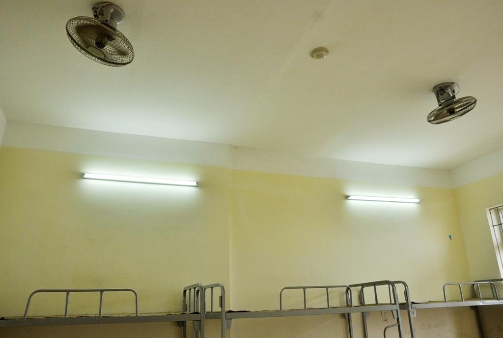 Hệ thống điện, nước, quạt mát khá tiện nghi.