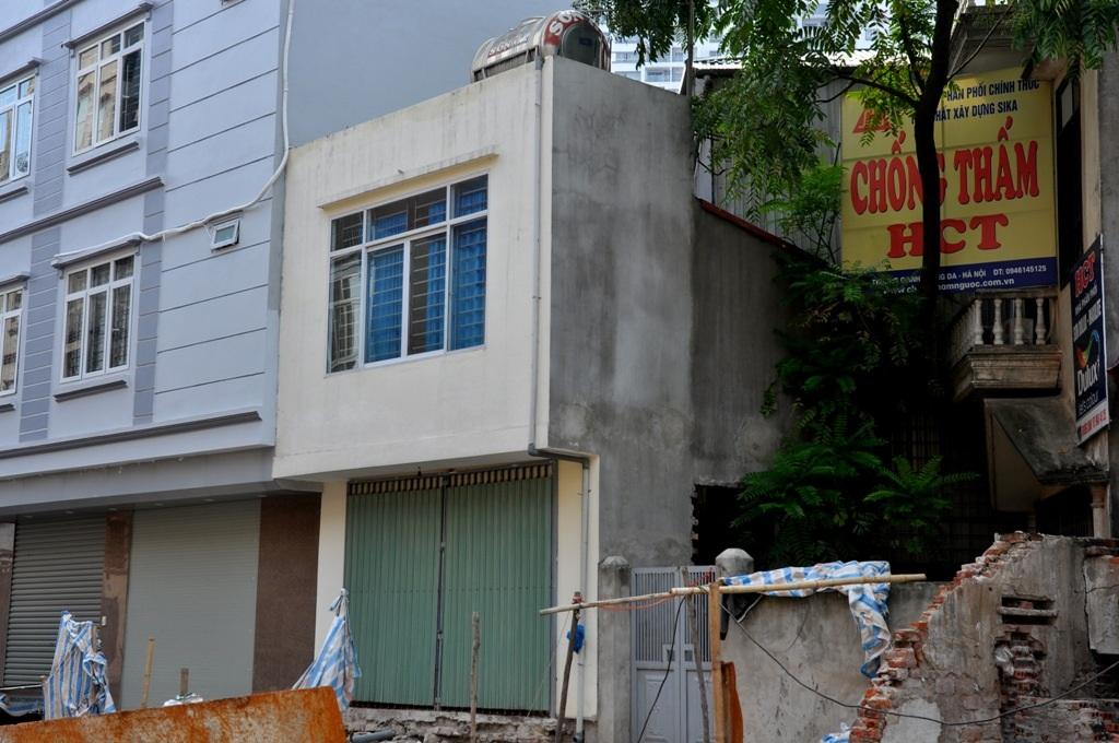 Một căn nhà vừa được sửa sang trông khá vuông vắn nhưng chiều sâu lại dài chưa đầy 1 m.