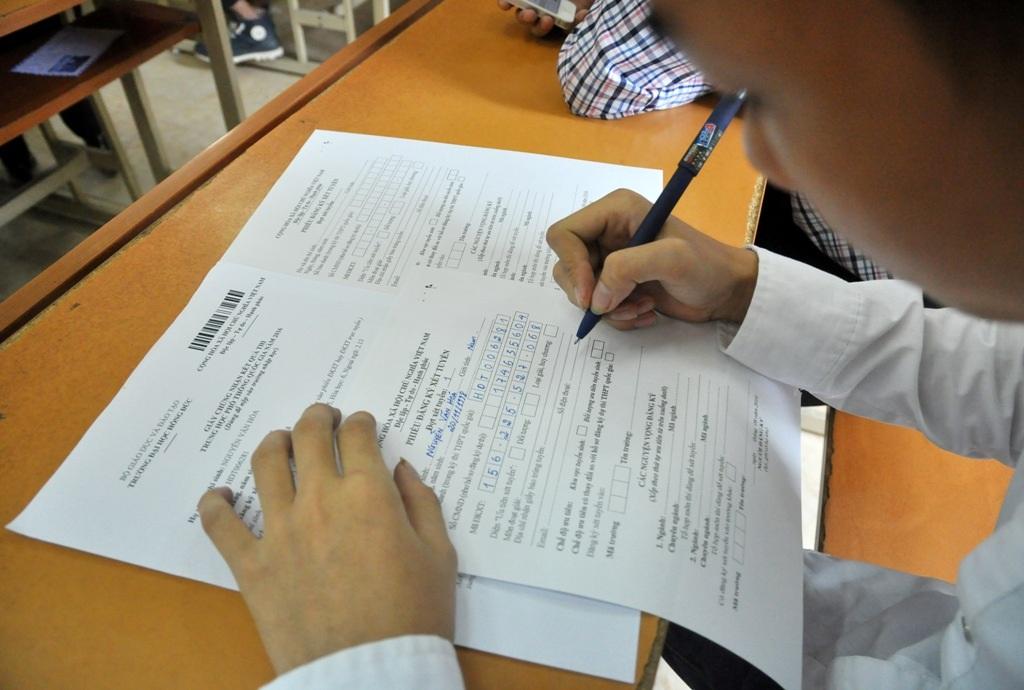 Quy chế mới trong kỳ thi xét tuyển ĐH - CĐ năm nay là không được thay đổi hồ sơ khi đã nộp nên các thí sinh khá căng thẳng khi lựa chọn ngành học phù hợp với mình