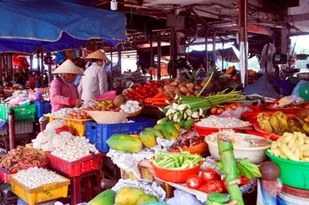 Các mặt hàng trong chợ Hội An
