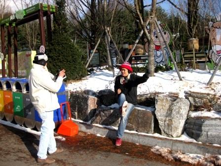 Du khách tham quan ở núi Seorak vào mùa đông