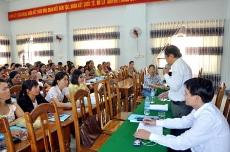 Tuyên truyền Luật sửa đổi bổ sung một số điều Luật BHYT đến cán bộ chi tổ hội viên Phụ nữ trên địa bàn huyện Núi Thành