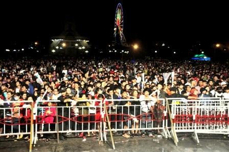 Hàng ngàn người dân Đà Nẵng cùng đếm ngược chào năm mới 2016