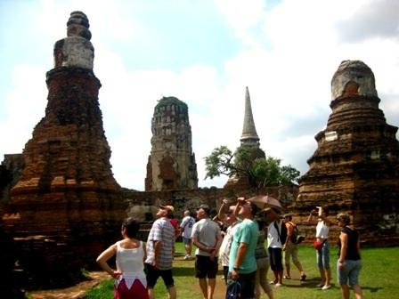 Du khách tham quan Ayutthaya