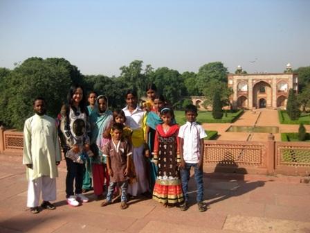 Du khách tham quan lăng mộ Humayun