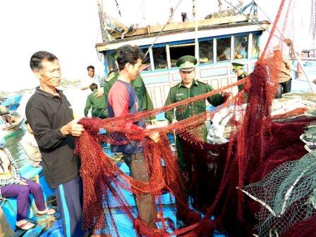 Ngư lưới cụ trên tàu bị phá