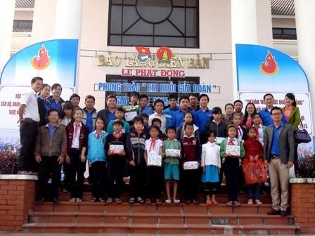 """Phát động chương trình """"Em nuôi của đoàn"""" tại thị xã Điện Bàn"""