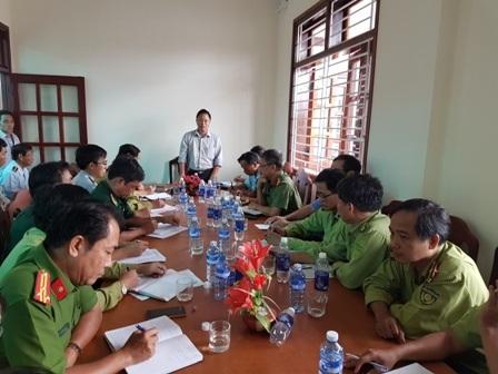 Ông Lê Trí Thanh – Phó Chủ tịch tỉnh Quảng Nam – họp với các ngành liên quan về vụ phá rừng