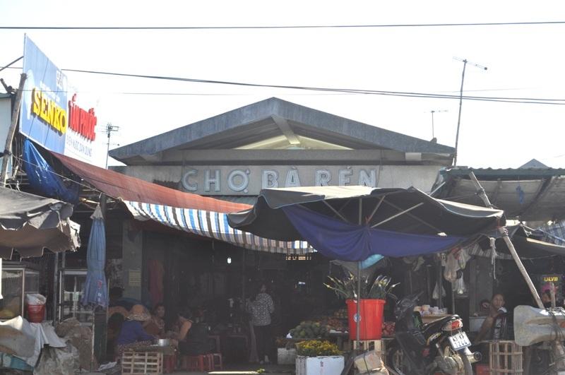 Chợ Bà Rén nơi gắn liền với tên gọi người phụ nữ thường xuyên đưa khách sang sông