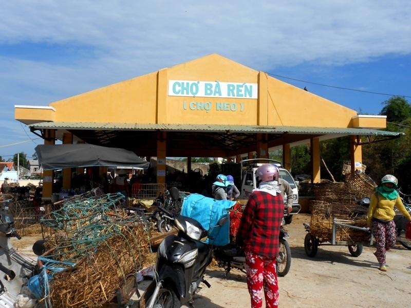Chợ heo Bà Rén được thành lập năm 1970