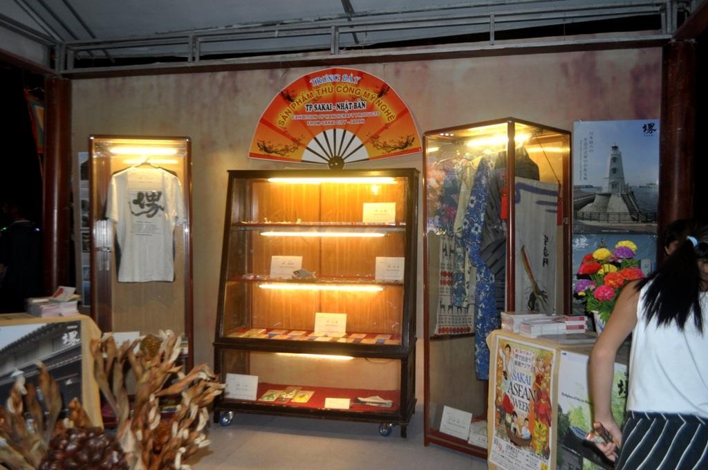 Trưng bày sản phẩm thủ công mỹ nghệ từ Nhật Bản