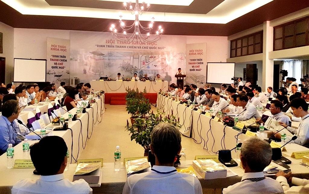 Gần 70 nhà khoa học, nghiên cứu và chuyên gia tham gia hội thảo. Các nhà khoa học khẳng định vai trò của Dinh trấn Thanh Chiêm và chữ Quốc ngữ trên đất Quảng Nam