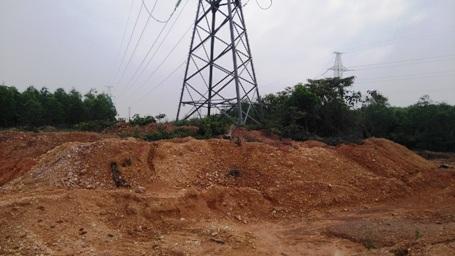 Quảng Trị: Ngang nhiên khai thác đất trái phép trong khu quy hoạch - 4