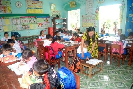 Em Tài là học sinh khuyết tật nặng nhưng nhờ sự động viên, chỉ dạy tận tìnhcủa cô Sành, em đã tự tin hơn để theo đuổi việc học tập.