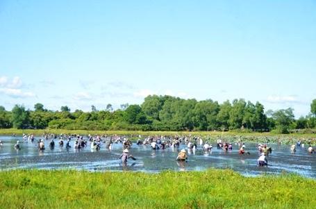 Lễ hội phá trằm được xem là ngày hội lớn nhất của người dân trong vùng