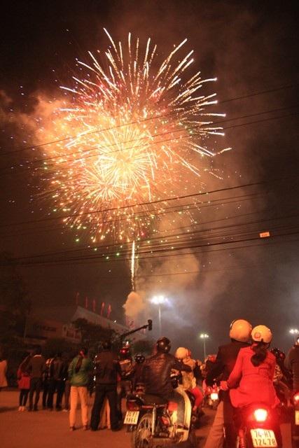 """Pháo """"nở hoa"""" trên bầu trời chào năm mới Bính Thân - 34"""