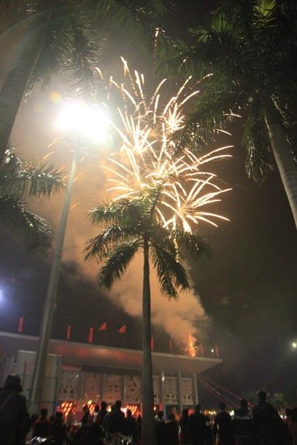 """Pháo """"nở hoa"""" trên bầu trời chào năm mới Bính Thân - 35"""