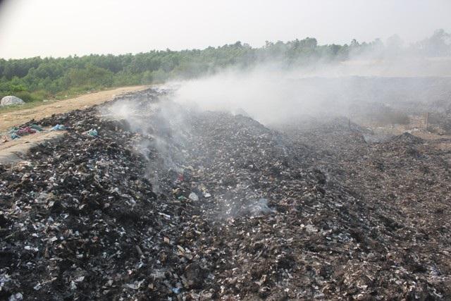 Đám cháy bùng phát tại bãi rác suốt 3 ngày chưa được dập tắt